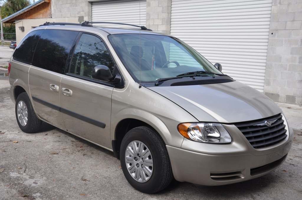Chrysler Town n Country Right Side