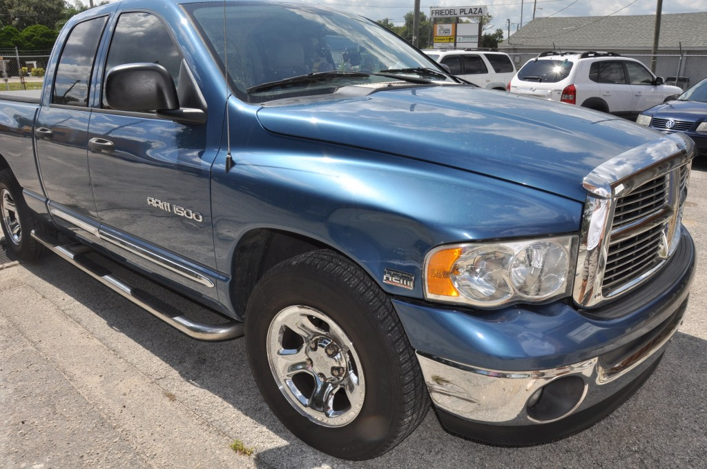 2005 Dodge Ram 1500 front right