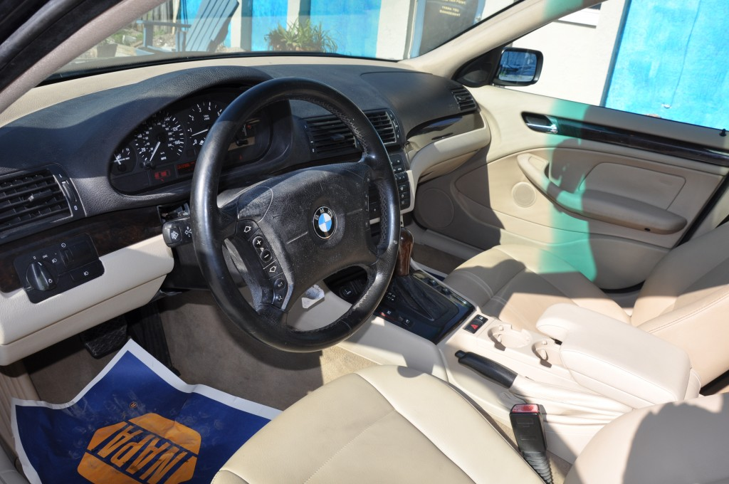 2004 BMW 325i Fire interior is in