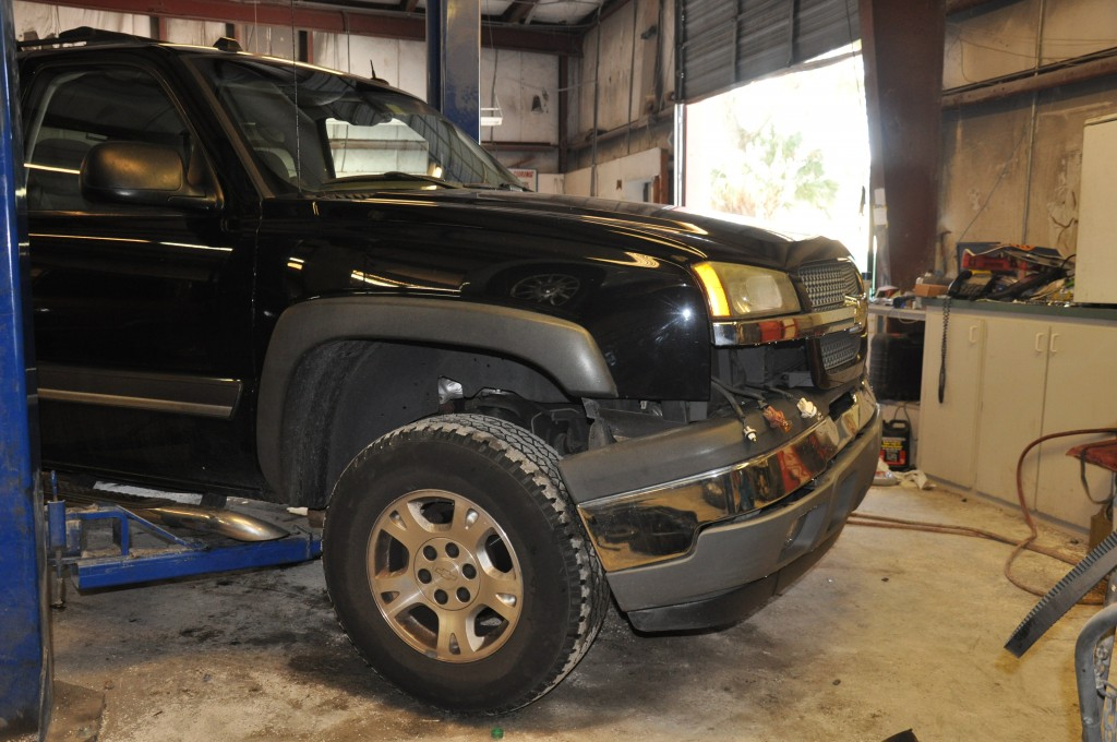 2005 Chevrolet Avalanche front collision