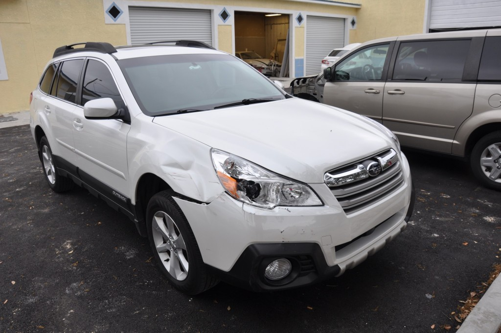 2013 Subaru Outback R right front collsion