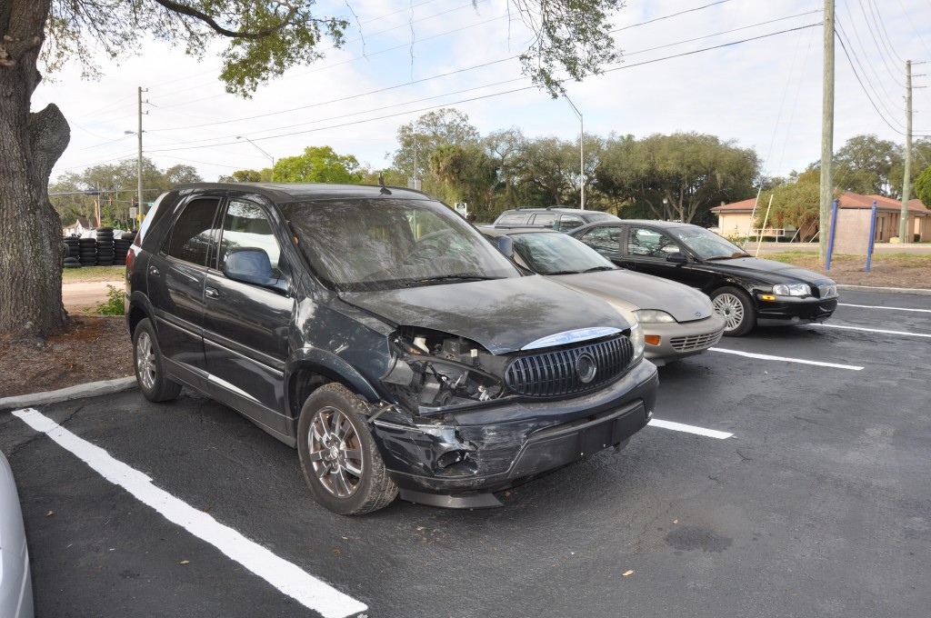 2004 Buick Rendezvous smashed in front