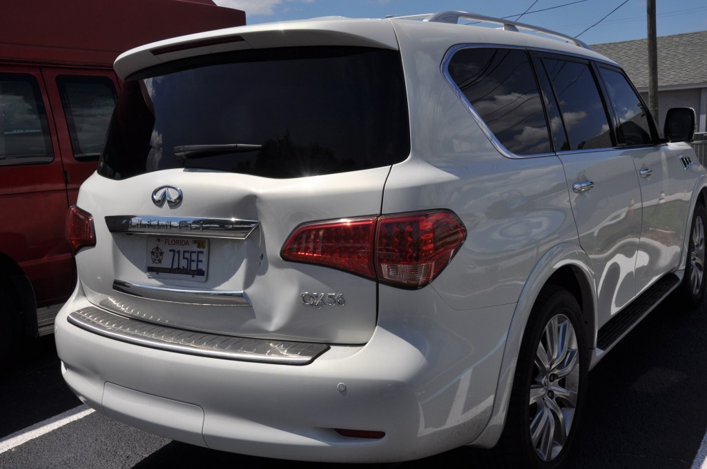 2013 Infiniti QX56 rear hatch damage