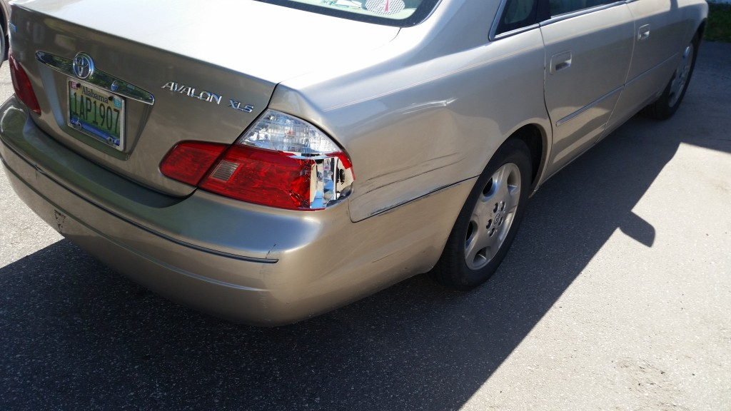 2003 Toyota Avalon quarter panel dented