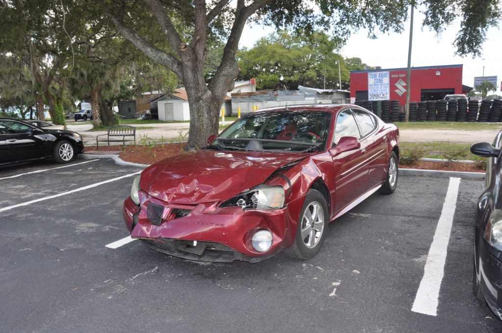 2005 Pontiac Grand Prix Gt took a hard hit in the front