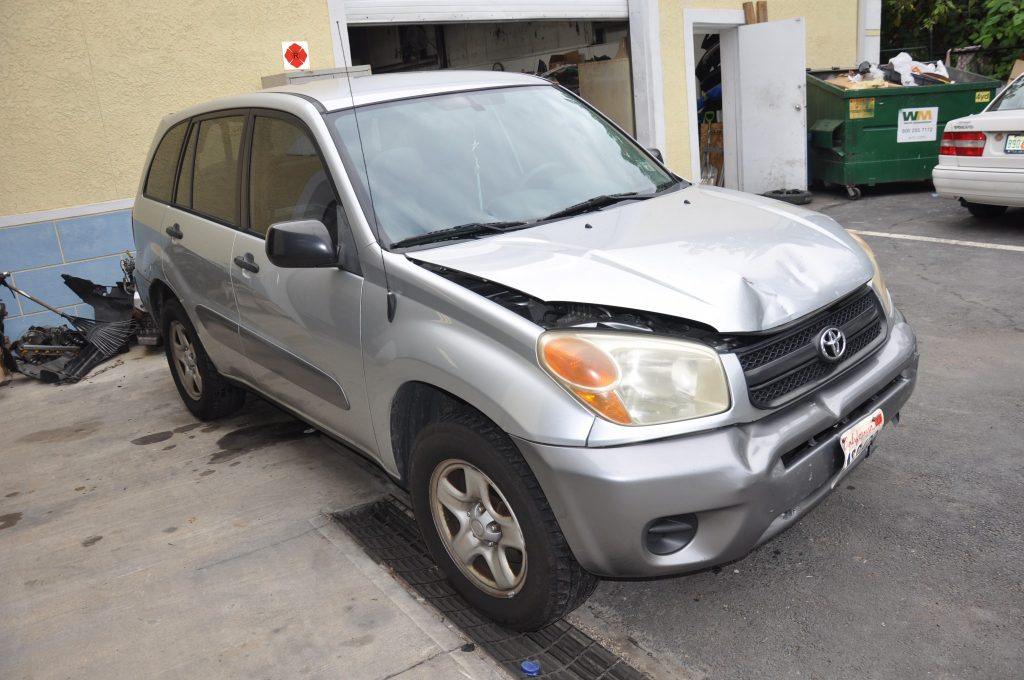 2005 Toyota Rav 4 hard front hit
