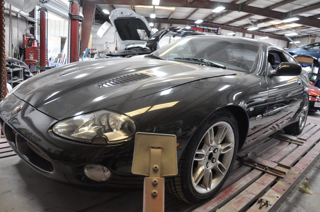 2002 Jaguar XK-R left front view