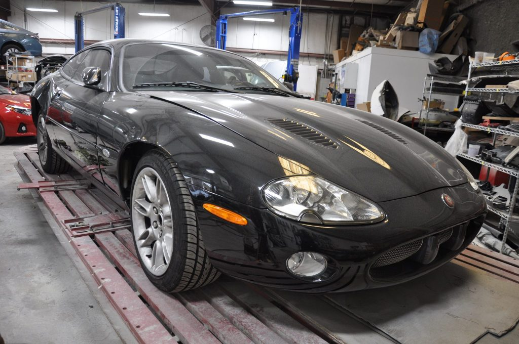 2002 Jaguar XK-R front view