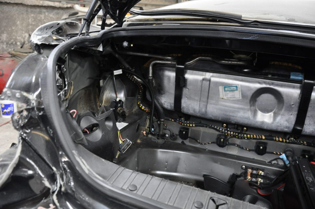 2002 Jaguar XK-R trunk area damage