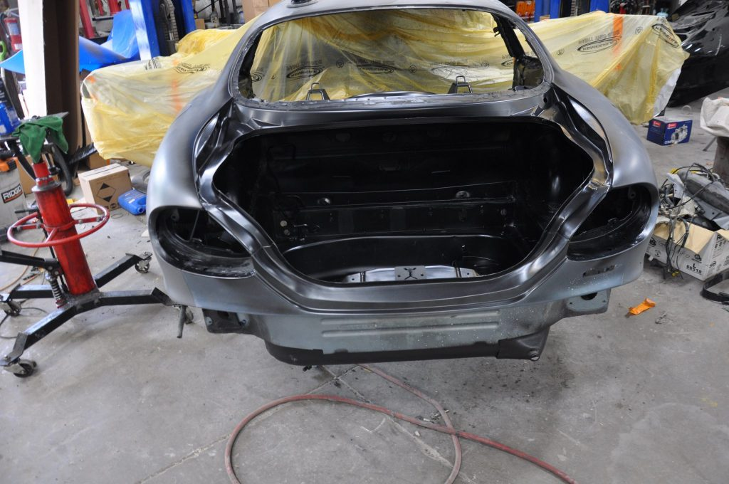 2002 Jaguar XK-R cutting in the rear clip